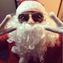 Eu de Papai Noel de Ray Ban, achei importante ter.